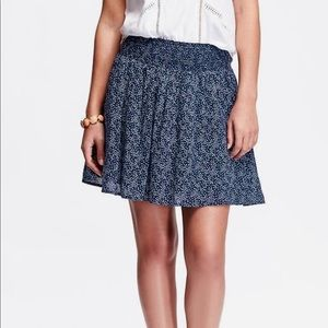Old Navy smocked-waist ⭐️ Star ⭐️ print skirt